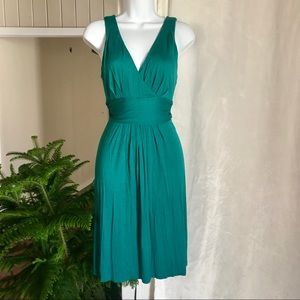 Small green sleeveless LOFT DRESS. Soft